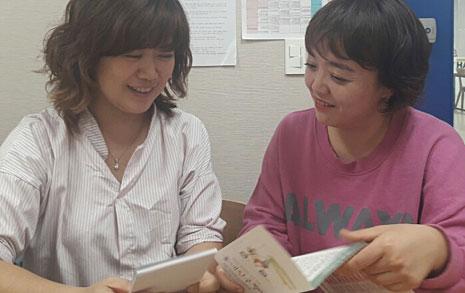 밤 새워 영어 원서 읽는 엄마들, 여기 있습니다