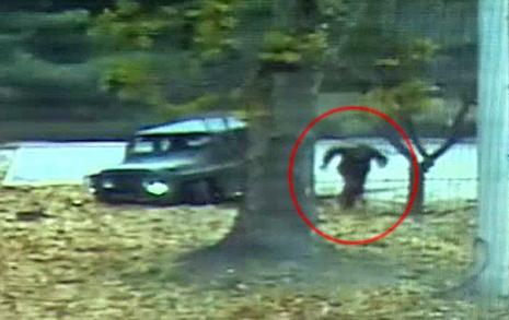 [영상] 탈출 귀순병사에게  총격 가하는 북한 군인들