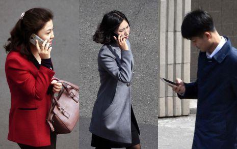 [오마이포토] '봄' 맞이하는 평양시민들 손에 스마트폰과 아이스크림