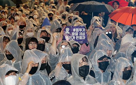 """""""여성이 죽임 당하지 않기를""""...강남역 10번 출구의 목소리들"""