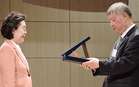 '겐세이' 발언 이은재 의원, '자랑스러운 서울교대인상' 받았다