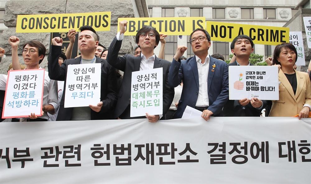 자유한국당의 '반인권적 대체복무제'… 비판 없이 받아쓴 언론
