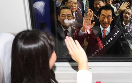 [오마이포토] 자유한국당 '보름달에 희망을 담으세요'