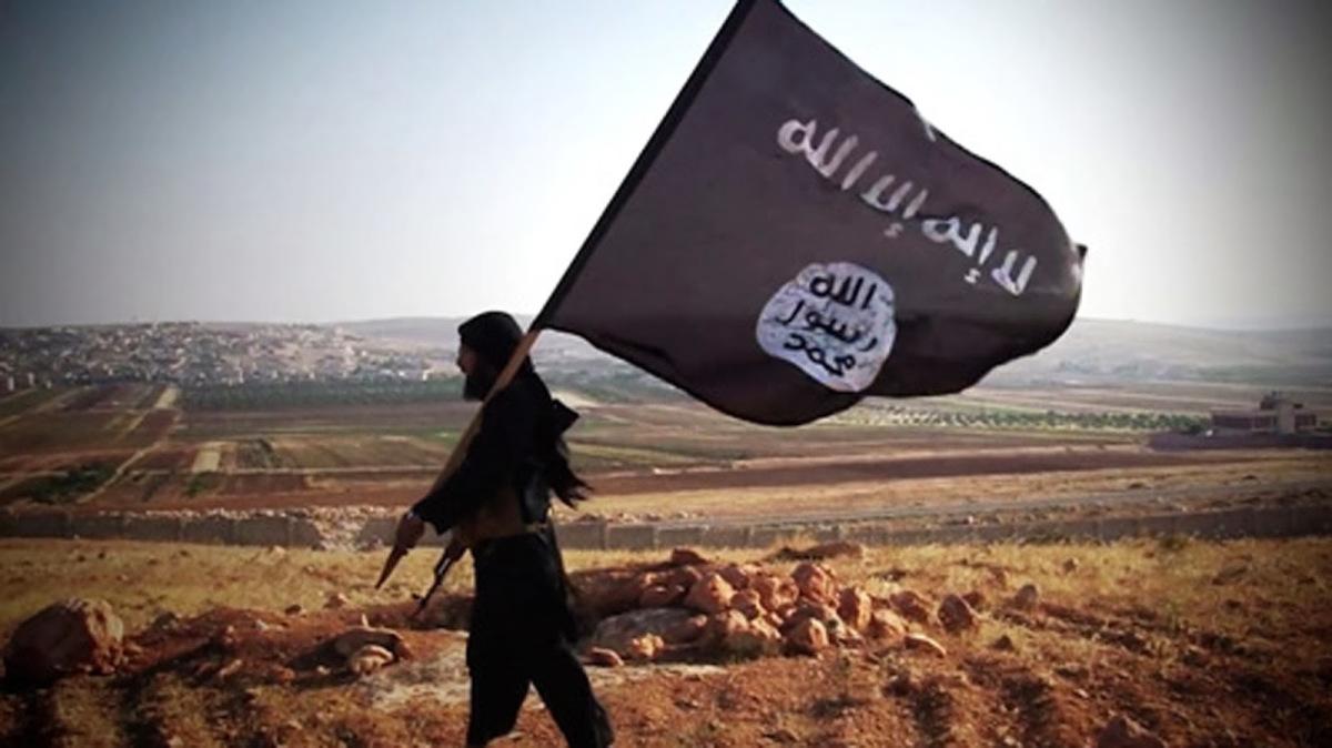 """이란 군퍼레이드 도중 총격 80여명 사상…IS """"우리 소행"""""""