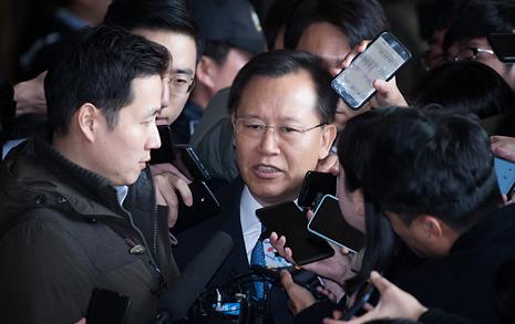 """전 대법관 검찰 공개소환 박병대 """"사심 없이 일해"""""""