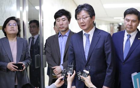 """바른미래당, 1표차 패스트트랙 추인... 유승민 """"진로 고민할 것"""""""