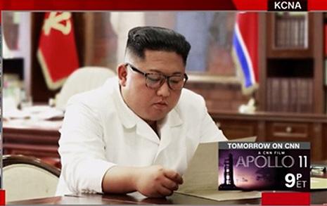 """트럼프 친서 받은 김정은 """"훌륭한 내용에 만족"""""""