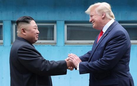 예상 빗나간 트럼프-김정은 53분 회담, 비핵화 우회로 여나