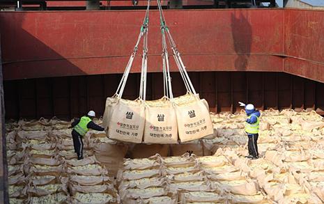 국내산 쌀 실은 1호 선박, 열흘 안에 북한으로?