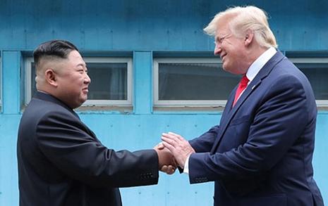 """트럼프 """"북한과 긍정적 서신 왕래... 북한 준비되면 만날 것"""""""