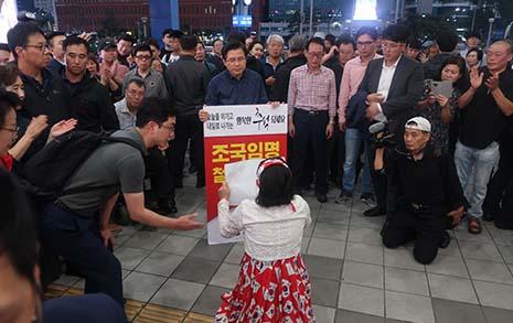 황교안 1인 시위에 '재 뿌린' 박근혜 지지자들