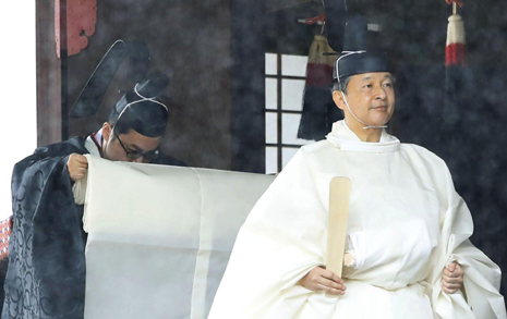 나루히토의 즉위와 아베의 '계획'... 일왕의 운명은
