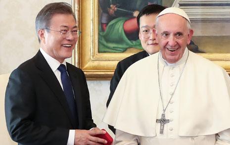 프란치스코 교황, 문 대통령에게 '위로 메시지' 전하다