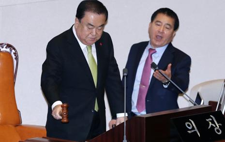 문희상의 직진...한국당 뺀 '4+1 예산안' 512.3조 통과