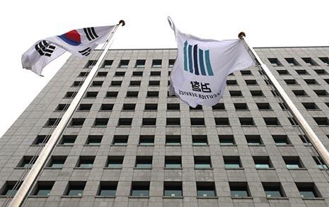 """""""상갓집 추태 개탄"""" 추미애, 검찰 내부갈등 경고"""