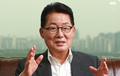 보수 진보 막론하고 가장 핫한 뉴스, '박지원'