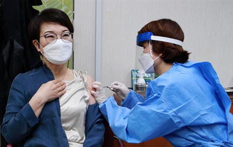 [오마이포토] 예진-주사-확인서전달-관찰, 백신접종 절차
