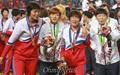 [오마이포토] 어깨동무한 남북한 여자축구 선수들