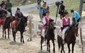 달리는 말 위에 똑바로 서서... 마상재의 위엄