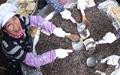 [사진] 자갈에 갓 구워낸 함양 전통한과