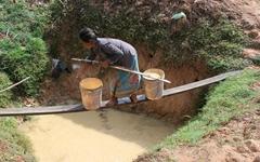 최악 가뭄에 국민은 '중국탓' 총리는 '하늘탓'