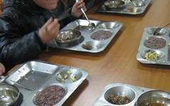 아이들 밥값 가로챈 식자재 업자·영양사 덜미