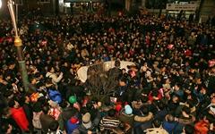 청와대 앞 '이재명 강제소환 연설'