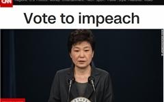 """외신 """"한국 첫 여성 대통령의 충격적인 추락"""" 긴급 타전"""