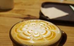[모이] 커피잔 안에 꽃이 피었습니다
