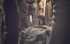 지하철에서 남 밀치는 사람들, 이유가 있다