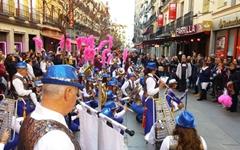 낮엔 축제 밤엔 시위, 두 얼굴의 스페인