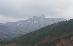 [모이] 봄, 설악산에 아직 눈이 쌓여 있다