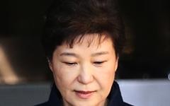 """""""대통령 권한남용... 증거인멸 우려"""" '뇌물수수 피의자' 박근혜 구속영장 청구"""