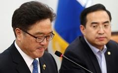 """한숨 쉰 우원식 """"국회는 정권교체 안 됐다"""""""