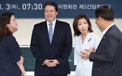 코리아패싱부터 코리아 낫싱까지, 자유한국당의 국적은 어디?