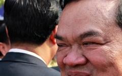 억세게 운 좋았던 한 캄보디아 정치인의 말로