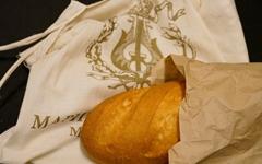 """""""배고픈 분께 드립니다"""" 러시아 빵 한 덩이에 감동하다"""