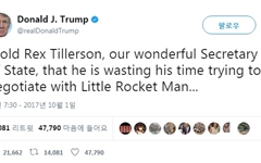 """틸러슨 """"북한에 대화 타진""""... 트럼프 """"시간낭비"""" 찬물"""