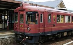 교토 아름다운 해안을 달리는 귀여운 열차