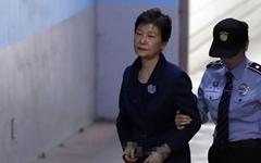 """박근혜 '재판 보이콧'에 민주당 """"대국민 사죄가 빠졌다"""""""