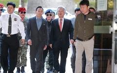 [오마이포토] 고영주 이사장과 군복-선글라스 차림의 지지자들