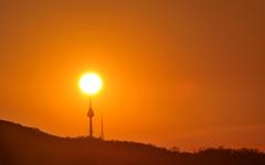 [사진] 은평구 봉산에서 바라본 남산 일출