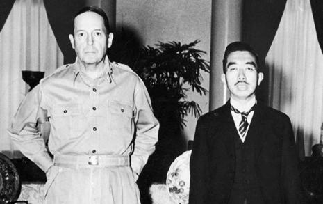 일왕 보호한 맥아더, '뻔뻔한 일본' 만들었다