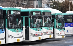 """'버스 무료운행' 안한다는 경기도 """"검증 안 된 미세먼지 정책"""""""
