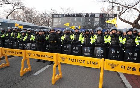 30명이 참가하는 백일장, 경찰은 왜 막았을까