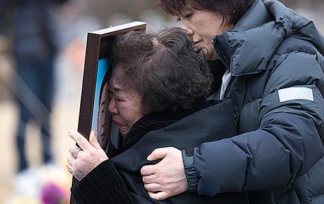 아내는 침대 밑 머리카락 모았고,  남편은 결국 현충원에 묻혔다