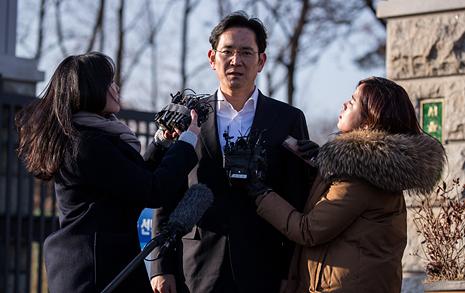 '삼성'이 지배하는 사회, 너무 일찍 알아버린 아이들