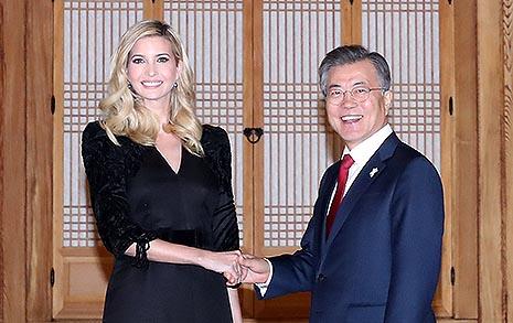 """문 대통령 """"25년간 비핵화 실패... 비핵화-남북 대화 같이 가야"""""""