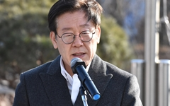 """떠나는 이재명 """"보류된 민생 관련 예산처리해달라"""""""
