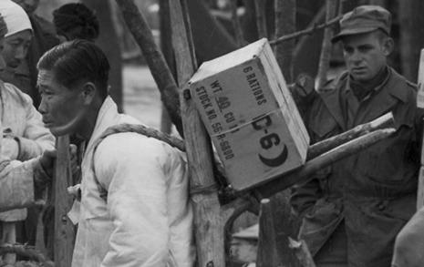 동족 해칠 탄약 나르는 한국인, 어쩔 수 없었던 이유